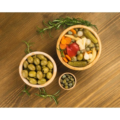 Olives with lemon, carrots, thyme